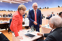 07 JUL 2017, HAMBURG/GERMANY:<br /> Angela Merkel (L), CDU, Bundeskanzlerin, Malcolm Turnbull (M), Premierminister Australien, und Wolfgang Schaeuble (R), CDU, Bundesfinanzminister, im Gesprech, vor Beginn der 1. Arbeitssitzung, G20 Gipfel, Messe<br /> IMAGE: 20170707-01-053<br /> KEYWORDS: G20 Summit, Deutschland, Gespr&auml;ch