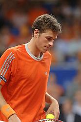 22-09-2006 TENNIS: DAVIS CUP: NEDERLAND - TSJECHIE: LEIDEN <br /> Robin Haase verliest de tweede wedstrijd in vier drie sets en Nederland staat op 2-0 achterstand<br /> ©2006-WWW.FOTOHOOGENDOORN.NL