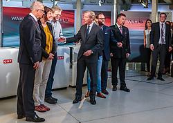 22.04.2018, Salzburg, AUT, Salzburger Landtagswahl, Wahlzentrum, im Bild v.l.: SPÖ Spitzenkandidat Walter Steidl, GRÜNE Spitzenkandidatin Astrid Rössler, FPS Spitzenkandidat Karl Schnell, ÖVP Spitzenkandidat Wilfried Haslauer, NEOS Spitzenkandidat Sepp Schellhorn, SBG Spitzenkandidat Hans Mayr // during the Salzburg state election 2018 in the election center in Salzburg, Austria on 2018/04/22. EXPA Pictures © 2018, PhotoCredit: EXPA/ JFK