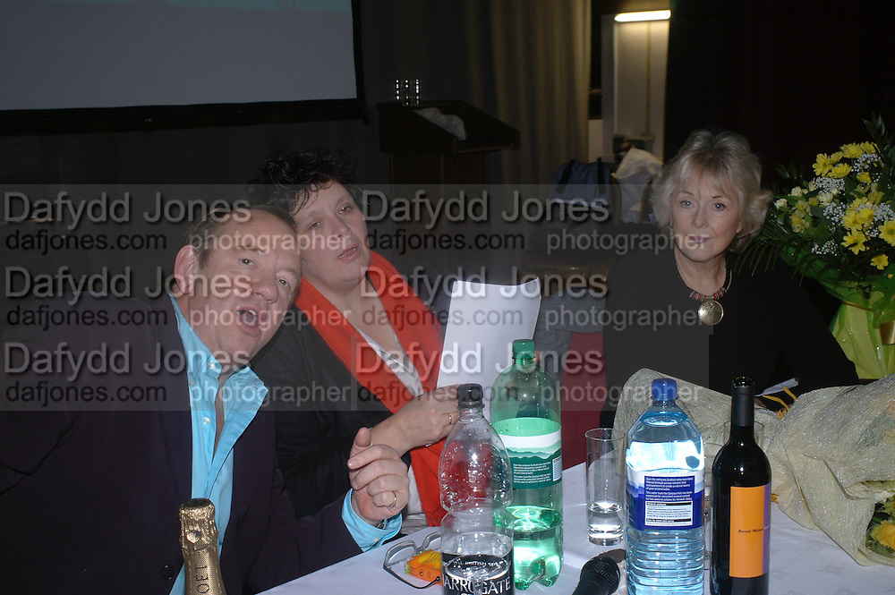 Mel Smith, Fi Cotter Craig and Judith Keppel. . Charity Quiz night for Rapt ( Rehabilitation of Addicted Prisoners Trust) Town Hall. Hammersmith. 14  November 2005 . ONE TIME USE ONLY - DO NOT ARCHIVE © Copyright Photograph by Dafydd Jones 66 Stockwell Park Rd. London SW9 0DA Tel 020 7733 0108 www.dafjones.com