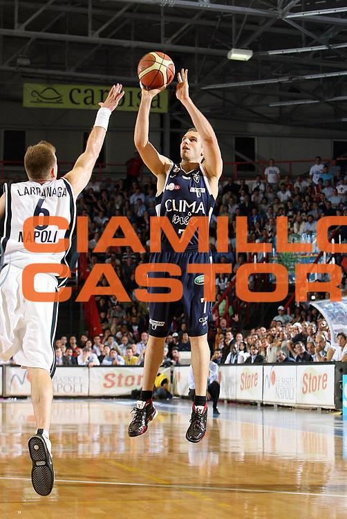 DESCRIZIONE : Napoli Lega A1 2005-06 Play Off Semifinale Gara 4 Carpisa Napoli Climamio Fortitudo Bologna <br /> GIOCATORE : Becirovic<br /> SQUADRA : Climamio Fortitudo Bologna <br /> EVENTO : Campionato Lega A1 2005-2006 Play Off Semifinale Gara 4 <br /> GARA : Carpisa Napoli Climamio Fortitudo Bologna <br /> DATA : 09/06/2006 <br /> CATEGORIA : Tiro<br /> SPORT : Pallacanestro <br /> AUTORE : Agenzia Ciamillo-Castoria/E.Castoria<br /> Galleria : Lega Basket A1 2005-2006 <br /> Fotonotizia : Napoli Campionato Italiano Lega A1 2005-2006 Play Off Semifinale Gara 4 Carpisa Napoli Climamio Fortitudo Bologna <br /> Predefinita :