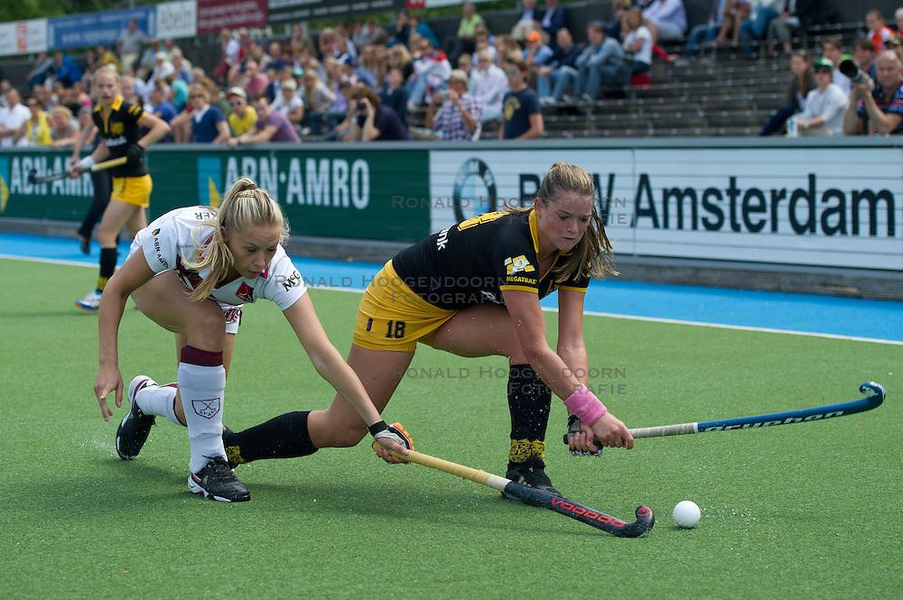 21-05-2011 HOCKEY: PLAY-OFF HALVE FINALE AMSTERDAM - DEN BOSCH: AMSTELVEEN<br /> (L-R) Jacky Schoenaker, Lidewij Welten<br /> &copy;2011-WWW.FOTOHOOGENDOORN.NL / Peter Schalk