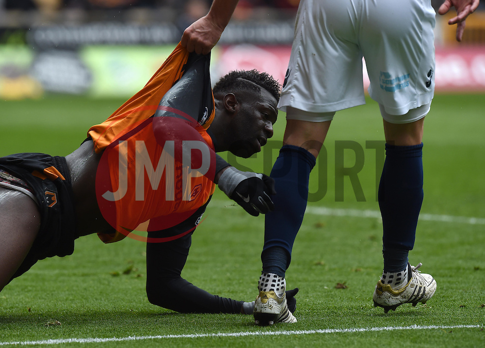 Millwall captain Alan Dunne helps Wolves' Bakary Sako to his feet - Photo mandatory by-line: Paul Knight/JMP - Mobile: 07966 386802 - 02/05/2015 - SPORT - Football - Wolverhampton - Molineux Stadium - Wolverhampton Wanderers v Millwall - Sky Bet Championship
