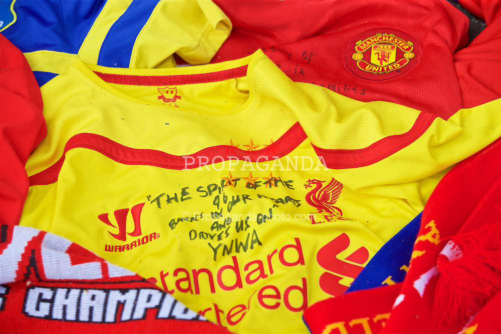 "LIVERPOOL, ENGLAND - Thursday, May 5, 2016: A Liverpool shirt with the message ""The Spirit of 96 burns in our hearts, YNWA"" amongst the tributes left at Liverpool's temporary memorial to the 96 victims of the Hillsborough disaster, pictured ahead of the UEFA Europa League Semi-Final 2nd Leg match against Villarreal at Anfield. (Pic by David Rawcliffe/Propaganda)"