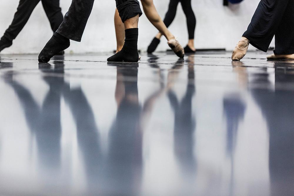 Belo Horizonte_MG, Brasil.<br /> <br /> Ensaio dos novos espetaculos do Grupo Corpo, Suite Branca e Danca Sinfonica na sede do grupo. Os espetaculos marcam a comemoracao de 40 anos da compania.<br /> <br /> Test of the contemporary Brazilian dance company Grupo Corpo in Belo Horizonte, Minas Gerais. Spectacle Suite Branca and Danca Sinfonica.<br /> <br /> Foto: LEO DRUMOND / NITRO