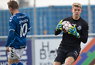 Christoffer Petersen (FC Helsingør) med sikkert greb om bolden under kampen i 2. Division mellem Holbæk B&I og FC Helsingør den 20. oktober 2019 i Holbæk Sportsby (Foto: Claus Birch).