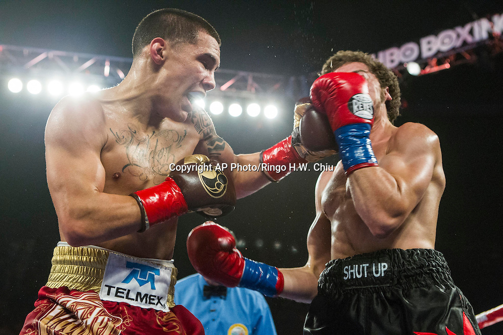 "Oscar Valdez, left, of Mexico and Noel ""Shutup"" Echevarria, of Puerto Rico, exchange punches in a NABF junior super featherweight title boxing match at the Forum in Inglewood, Calif., Saturday, May 17, 2014. .  (AP Photo/Ringo H.W. Chiu)"