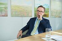 19 JUL 2016, BERLIN/GERMANY:<br /> Matthias Wissmann, Praesident Verband der Automobilindustrie, VDA, waehrend einem Interview, Geschaeftsräume des VDA<br /> IMAGE: 20160719-01-031
