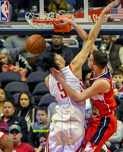 WASHINGTON, DC -DECEMBER 29:  Washington Wizards forward Tomas Satoransky (31) dunks the ball on Houston Rockets forward Zhou Qi (9) in the first half on December 29, 2017 at the Capital One Arena in Washington, D.C  (Photo by Icon Sportswire)