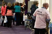Nederland, Utrecht, 25-1-2014Bezoekers en stands op de gezondheidsbeurs. De beelden respecteren de privacy van de bezoekers.De nieuwste gezondheidstrends en informatie over gezond leven met fruitdrankjes, oogmetingen, checkups, massage,medicinale kruiden, kruidenthee, zelftests, handlezen en nog veel meer....Man met tshirt ben jij al donor. Donorcodicil,organenFoto: Flip Franssen