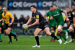 Owen Farrell of Saracens looks to pass the ball - Photo mandatory by-line: Patrick Khachfe/JMP - Mobile: 07966 386802 03/01/2015 - SPORT - RUGBY UNION - London - Allianz Park - Saracens v London Irish - Aviva Premiership
