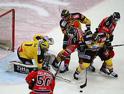 26.12.2014, Albert Schultz Eishalle, Wien, AUT, EBEL, UPC Vienna Capitals vs HC Orli Znojmo, 31. Runde, im Bild Matthew Zaba (UPC Vienna Capitals), Richard Pavlikovsky (HC Orli Znojmo), Philippe Lakos (UPC Vienna Capitals), David Bartos (HC Orli Znojmo), Sven Klimbacher (UPC Vienna Capitals) und Radek Cip (HC Orli Znojmo) // during the Erste Bank Icehockey League 31st Round match between UPC Vienna Capitals and HC Orli Znojmo at the Albert Schultz Ice Arena, Vienna, Austria on 2014/12/26. EXPA Pictures © 2014, PhotoCredit: EXPA/ Thomas Haumer
