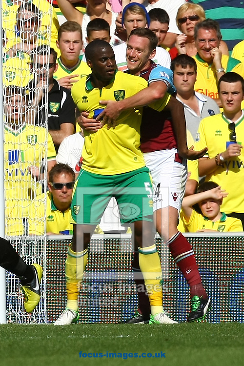 Picture by Paul Chesterton/Focus Images Ltd +44 7904 640267.15/09/2012.Kevin Nolan of West Ham gets to grips with Sebastien Bassong of Norwich during the Barclays Premier League match at Carrow Road, Norwich.