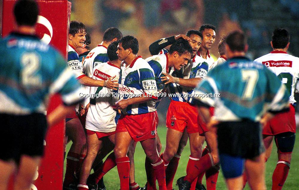 Logan Swann - Auckland Warriors celebrate a try, NRL 1999. Photo: Scott Barbour/Photosport.co.nz