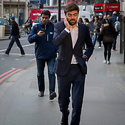Commuters on their phones on busy street in Central London, United Kingdom.   (photo by Andrew Aitchison / In pictures via Getty Images)