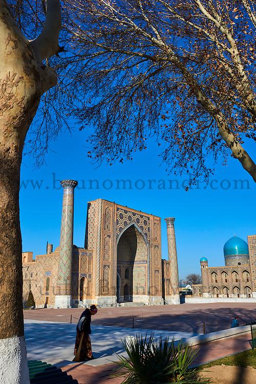 Ouzbékistan, Samarcande, classé Patrimoine Mondial de l'UNESCO, place du Reghistan, Medersa Uleug Bek et Tilla Kari // Uzbekistan, Samarkand, Unesco World Heritage, the Reghistan, Ulug Bek and Tilla Kari Madrasah