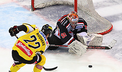 31.01.2012, Albert Schultz Halle, Wien, AUT, EBEL, UPC Vienna Capitals vs HC Orli Znojmo, im Bild Marcel Rodman, (UPC Vienna Capitals, #22) scheitert an Ondrej Kacetl, (HC Orli Znojmo, #90) // during the icehockey match of EBEL between UPC Vienna Capitals (AUT) and HC Orli Znojmo (CZE) at Albert Schultz Halle, Vienna, Austria on 31/01/2012,  EXPA Pictures © 2012, PhotoCredit: EXPA/ T. Haumer