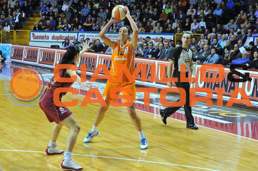 DESCRIZIONE : Venezia Lega A1 Femminile 2009-10 Coppa Italia Finale Famila Wuber Schio Umana Reyer Venezia<br /> GIOCATORE : Emanuela Ramon<br /> SQUADRA : Famila Wuber Schio Umana Reyer Venezia<br /> EVENTO : Campionato Lega A1 Femminile 2009-2010 <br /> GARA : Famila Wuber Schio Umana Reyer Venezia<br /> DATA : 07/03/2010 <br /> CATEGORIA : Passaggio<br /> SPORT : Pallacanestro <br /> AUTORE : Agenzia Ciamillo-Castoria/M.Gregolin<br /> Galleria : Lega Basket Femminile 2009-2010 <br /> Fotonotizia : Venezia Lega A1 Femminile 2009-10 Coppa Italia Finale Famila Wuber Schio Umana Reyer Venezia<br /> Predefinita :