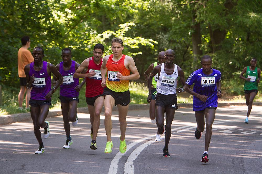 UAE Healthy Kidney 10K, lead pack mid race