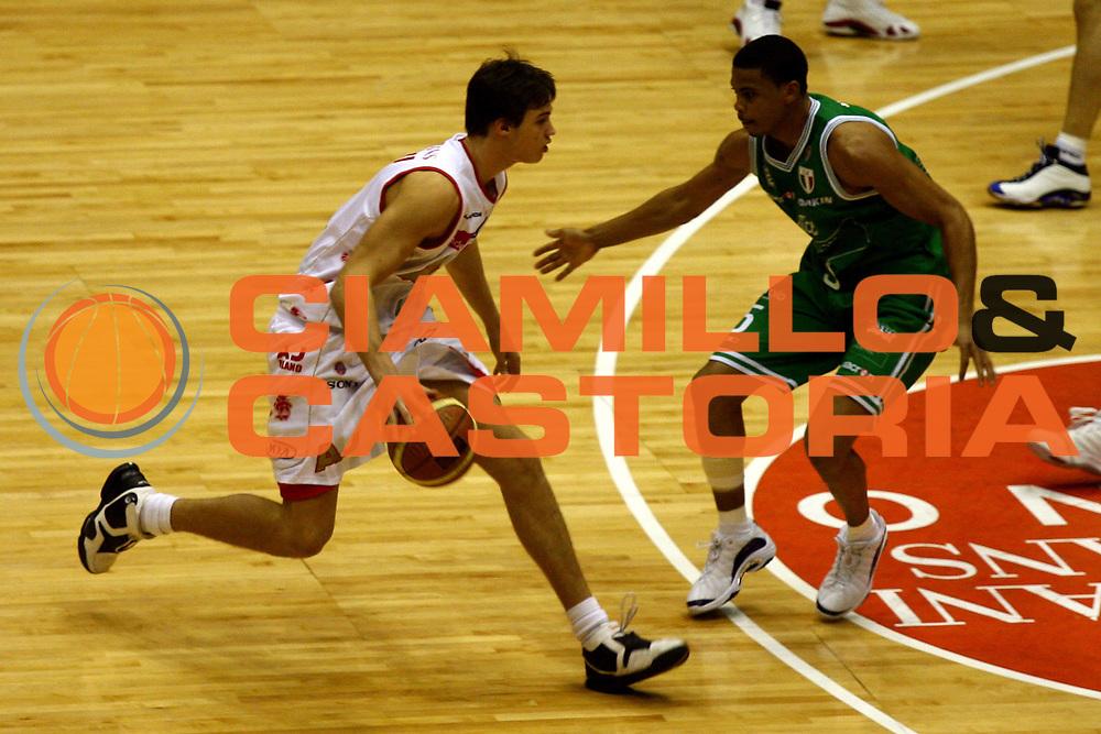 DESCRIZIONE : Milano Lega A1 2006-07 Armani Jeans Milano Benetton Treviso<br /> GIOCATORE : Gallinari<br /> SQUADRA : Armani Jeans Milano<br /> EVENTO : Campionato Lega A1 2006-2007<br /> GARA : Armani Jeans Milano Benetton Treviso<br /> DATA : 10/12/2006<br /> CATEGORIA : Palleggio<br /> SPORT : Pallacanestro<br /> AUTORE : Agenzia Ciamillo-Castoria/L.Lussoso