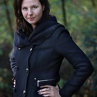 Nederland, Amsterdam , 17 november 2014.<br /> Anne Walraven, aanstormend icoon voor duurzaamheid in NL.<br /> Zo runt ze nu Future Fuel, een baanbrekend journalistiek project waarbij ze thought leaders over de hele wereld opzoekt met een rugzakje vol ingestuurde publieksvragen. Zo heeft iedereen plots toegang tot kennis en inspiratie.<br /> <br /> Foto:Jean-Pierre Jans