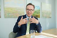 19 JUL 2016, BERLIN/GERMANY:<br /> Matthias Wissmann, Praesident Verband der Automobilindustrie, VDA, waehrend einem Interview, Geschaeftsräume des VDA<br /> IMAGE: 20160719-01-029