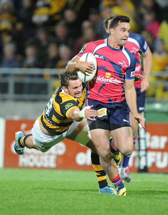 Tasman Makos James Lowe slips the tackle of Taranaki's Marty McKenzie in the ITM Cup Rugby Premiership final match at Yarrow Stadium, New Plymouth, New Zealand, Saturday, October 25, 2014. Credit:SNPA / Ross Setford
