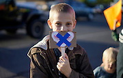 A young protestor holds up a sign referring to censorship in schools in Wheat Ridge, Colorado October 3, 2014. His sign refers to the Advanced Placement U.S. History (APUSH) course.  The question of how U.S. teens learn history in public schools is the latest flash point in a liberal-conservative fight over national curricula that had previously focused on more scientific topics such as teaching creationism versus evolution.  REUTERS/Rick Wilking (UNITED STATES)