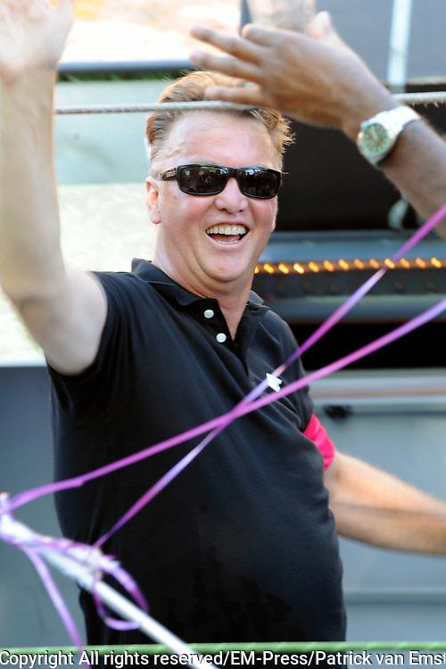 Canal Parade 2013 in de Amsterdamse grachten. De Canal Parade is het hoogtepunt van de Gay Pride, een feestweek met voornamelijk homo's, bi's, lesbiennes en transgenders.<br /> <br /> On the photo: <br /> <br />  bondscoach Louis van Gaal