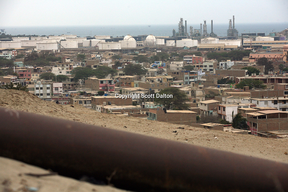 An oil pipeline runs by a view of the city of Talara, on Peru's northern coast on November 10, 2007. Talara is one of Peru's main oil producing regions and the Chinese company SAPET has an oil field in the region. (Photo/Scott Dalton)