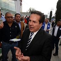 Toluca, Méx.- Victor Hugo Sondon, presidente estal del PAN a su llegada al IEEM como invitado especial al segundo debate entre los candidatos a la gubernatura del Estado de México. Agencia MVT / Crisanta Espinosa