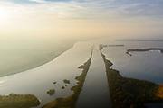 Nederland, Flevoland, Overijssel, Noordoostpolder, 04-11-2018. Ketelmeer met vaargeul Keteldiep, bij zonsondergang en met tegenlicht.<br /> Ketel lake in backlight at sunset.<br /> luchtfoto (toeslag op standaard tarieven);<br /> aerial photo (additional fee required);<br /> copyright&copy; foto/photo Siebe Swart