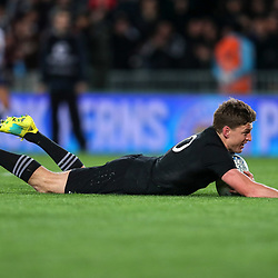 Beauden Barrett scores during the Bledisloe Cup and Rugby Championship rugby match between the New Zealand All Blacks and Australia Wallabies at Eden Park in Auckland, New Zealand on Saturday, 25 August 2018. Photo: Simon Watts / lintottphoto.co.nz