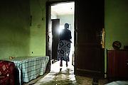 Una donna nella sua casa che verrà abbattuta per far spazio a nuovi cantieri, Addis Ababa 13 settembre 2014.  Christian Mantuano / OneShot <br /> <br /> A woman in her home. Her house will be demolished to make way for the new construction sites, Addis Ababa September 13, 2014
