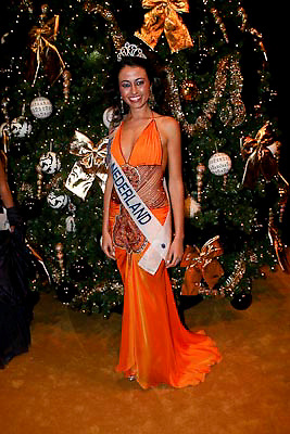 NLD/Amsterdam/20081211 - Miljonairfair 2008, vlnr, Miss Nederland Deniz Akkoyun