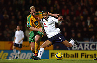 Fotball<br /> Premier League England 2004/2005<br /> Foto: SBI/Digitalsport<br /> NORWAY ONLY<br /> <br /> Barclays Premiership<br /> Norwich City v Tottenham Hotspur<br /> 26/12/2004<br /> <br /> Norwich's Gary Doherty trys to hold Spurs' Frederic Kanoute