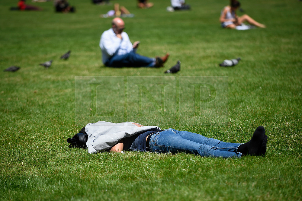 © Licensed to London News Pictures. 27/06/2019. LONDON, UK.  A man sleeps in the sun in the warm temperatures and sunshine in Green Park during lunchtime.  The forecast is for temperatures above 30C on Saturday.  Photo credit: Stephen Chung/LNP