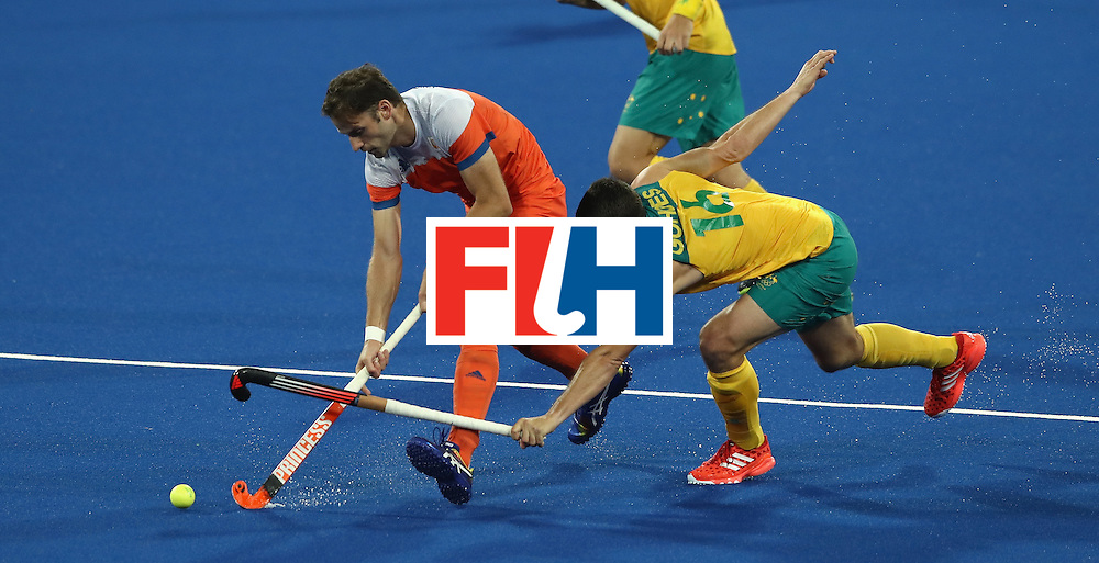 RIO DE JANEIRO, BRAZIL - AUGUST 14:  Rogier Hofman of the Netherlands is tackled by Matt Gohdes during the Men's hockey quarter final match between the Netherlands and Australia on Day 9 of the Rio 2016 Olympic Games at the Olympic Hockey Centre on August 14, 2016 in Rio de Janeiro, Brazil.  (Photo by David Rogers/Getty Images)