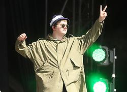 © Licensed to London News Pictures. 29/06/2019. Glastonbury , UK. Lewis Capaldi mocks Noel Gallagaher at Glastonbury Festival in Somerset. Photo credit: Jason Bryant/LNP