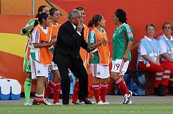 27.06.2011, Arena im Allerpark Wolfsburg , Wolfsburg ,  GER, FIFA Women Worldcup 2011, Gruppe B ,   Mexico (MEX) vs. England (ENG). im Bild Coach  Leonardo Cuellar und Monica Ocampo   (MEX)  during the FIFA Women Worldcup 2011, Pool B, Mexico vs England on 2011/06/26, Arena im Allerpark , Wolfsburg, Germany.  .EXPA Pictures © 2011, PhotoCredit: EXPA/ nph/  Hessland       ****** out of GER / SWE / CRO  / BEL ******