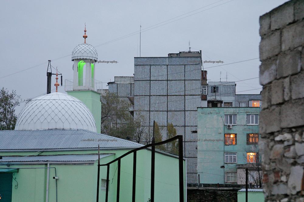 Eine Moschee in einem vorort von Machatschkala, Dagestan. A outskirt mosque in Makhachkala, Dagestan.