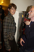 Stella Tennant and Philip Treacy. Christopher Bailey hosts a party to celebrate the launch of ' The Snippy World of New Yorker Fashion Artist Michael Roberts' Burberry, New Bond St.  London. 19  September 2005. ONE TIME USE ONLY - DO NOT ARCHIVE © Copyright Photograph by Dafydd Jones 66 Stockwell Park Rd. London SW9 0DA Tel 020 7733 0108 www.dafjones.com