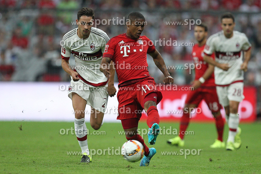 04.08.2015, Allianz Arena, Muenchen, GER, AUDI CUP, FC Bayern Muenchen vs AC Mailand, im Bild l-r: im Zweikampf, Aktion, mit Mattia de Sciglio #2 (AC Milan) und Douglas Costa #11 (FC Bayern Muenchen) // during the 2015 AUDI Cup Match between FC Bayern Muenchen and AC Mailand at the Allianz Arena in Muenchen, Germany on 2015/08/04. EXPA Pictures &copy; 2015, PhotoCredit: EXPA/ Eibner-Pressefoto/ Kolbert<br /> <br /> *****ATTENTION - OUT of GER*****