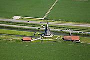Nederland, Noord-Holland, Schermerhorn, 14-07-2008; molen aan de Noordervaart: in verband met het niveauverschil tussen de polder Schermer (voorgrond) en de boezem (de ringvaart op het tweede plan) zijn drie opeenvolgende molens nodig om het water vanuit de polder uit te slaan; in beeld de middelste molen die nu museum is; Gouden Eeuw, Schermerpolder, poldermolen, museummolen, toerisme, attractie, toeristische attractie. .luchtfoto (toeslag); aerial photo (additional fee required); .foto Siebe Swart / photo Siebe Swart