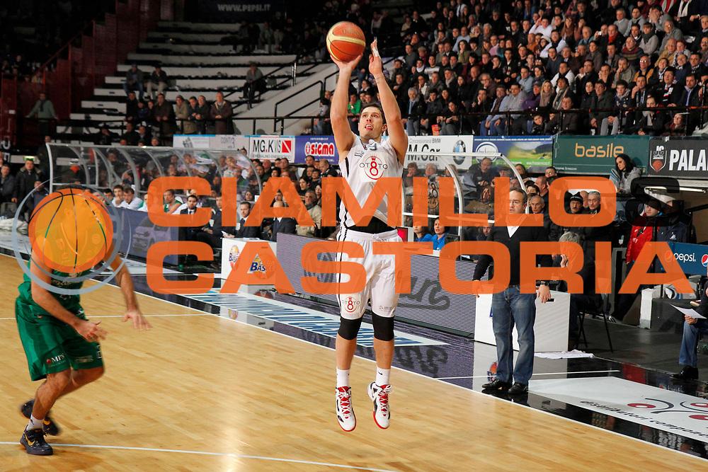 DESCRIZIONE : Caserta Lega A 2011-12 Otto Caserta Montepaschi Siena<br /> GIOCATORE : Alex Righetti<br /> SQUADRA : Otto Caserta<br /> EVENTO : Campionato Lega A 2011-2012<br /> GARA : Otto Caserta Montepaschi Siena<br /> DATA : 05/02/2012<br /> CATEGORIA : tiro three points shot<br /> SPORT : Pallacanestro<br /> AUTORE : Agenzia Ciamillo-Castoria/A.De Lise<br /> Galleria : Lega Basket A 2011-2012<br /> Fotonotizia : Caserta Lega A 2011-12 Otto Caserta Montepaschi Siena<br /> Predefinita :