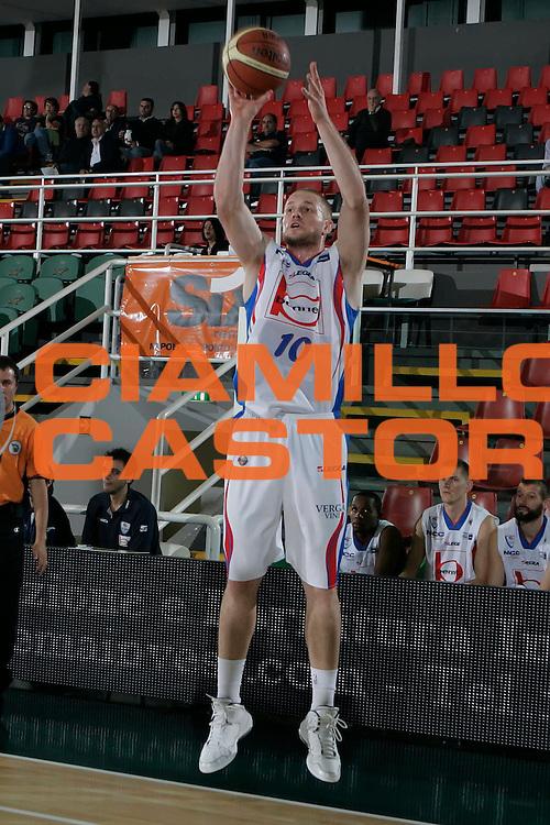 DESCRIZIONE : Avellino Lega A 2010-11 Torneo Vito Lepore Angelico Biella Bennet Cantu<br /> GIOCATORE : Maarten Leunen<br /> SQUADRA : Bennet Cantu<br /> EVENTO : Campionato Lega A 2010-2011<br /> GARA : Angelico Biella Bennet Cantu<br /> DATA : 02/10/2010<br /> CATEGORIA : tiro<br /> SPORT : Pallacanestro<br /> AUTORE : Agenzia Ciamillo-Castoria/A.De Lise<br /> Galleria : Lega Basket A 2010-2011<br /> Fotonotizia : Avellino Lega A 2010-11 Torneo Vito Lepore Angelico Biella Bennet Cantu<br /> Predefinita :