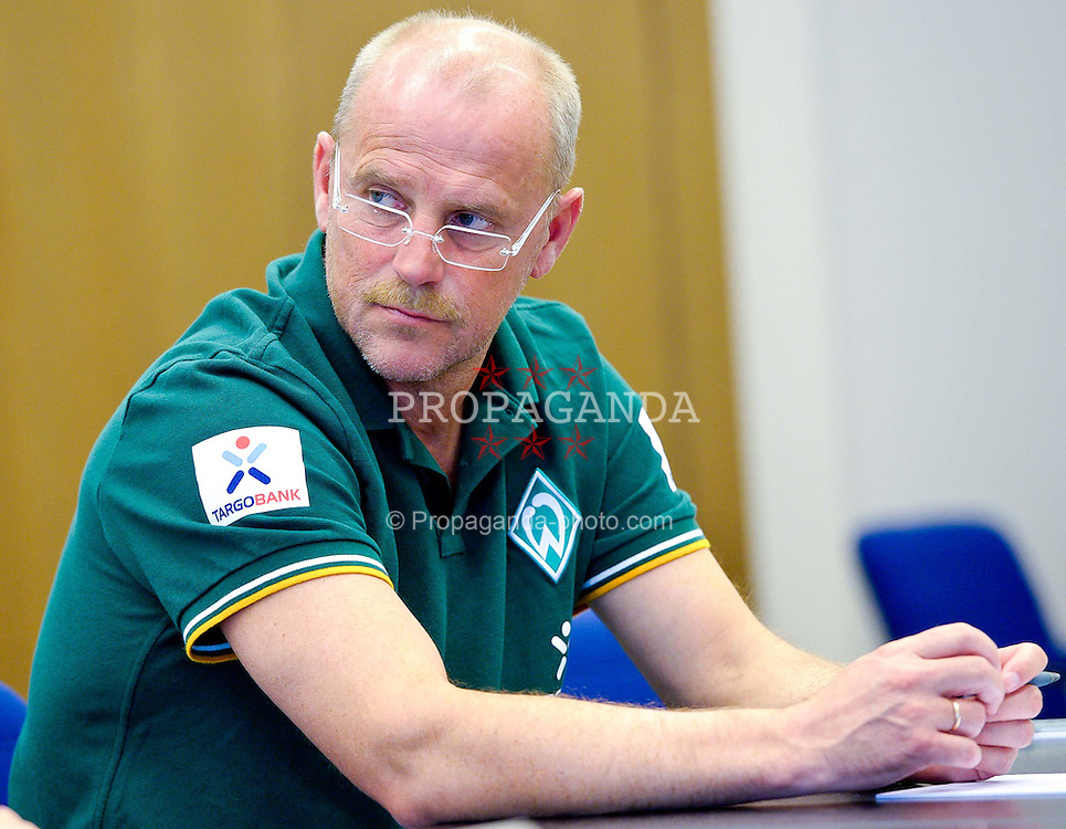 21.07.2011, Oeschberghof, Donaueschingen, Trainingslager 2011, Vorstellung Sokratis Papastathopoulos GER, 1.FBL, Werder Bremen Vorstellung Neuzugang Sokratis Papastathopoulos , im Bild Thomas Schaaf (Trainer Werder Bremen) schaut kritisch..// during the trainings session from GER, 1.FBL, Werder Bremen Vorstellung Neuzugang Sokratis Papastathopoulos  on 2011/07/21,  Oeschberghof, Donaueschingen, Germany..EXPA Pictures © 2011, PhotoCredit: EXPA/ nph/  Kokenge       ****** out of GER / CRO  / BEL ******