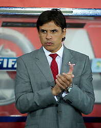 12.10.2012, Cardiff City Stadium, Cardiff, WAL, FIFA WM Qualifikation, Wales vs Schottland, im Bild Wales' manager Chris Coleman wearing a pink ribbon for missing five-year girl from Machynlleth April Jones before during FIFA World Cup Qualifier Match between Wales and Scotland at the Cardiff City Stadium, Cardiff, Wales on 2012/10/12. EXPA Pictures © 2012, PhotoCredit: EXPA/ Propagandaphoto/ David Rawcliffe..***** ATTENTION - OUT OF ENG, GBR, UK *****