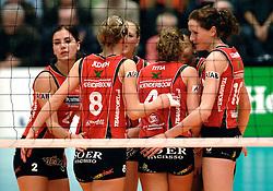 01-02-2007 VOLLEYBAL: PLANTINA LONGA - USSP ALBI: LICHTENVOORDE<br /> De ploeg uit Lichtenvoorde, die vorig jaar het brons veroverde in deze Europese competitie, won gisteravond in de eigen hal met 3-0 van het Franse USSP Albi (25-18, 25-15, 25-19) / Lonneke Sloetjes<br /> ©2007-WWW.FOTOHOOGENDOORN.NL