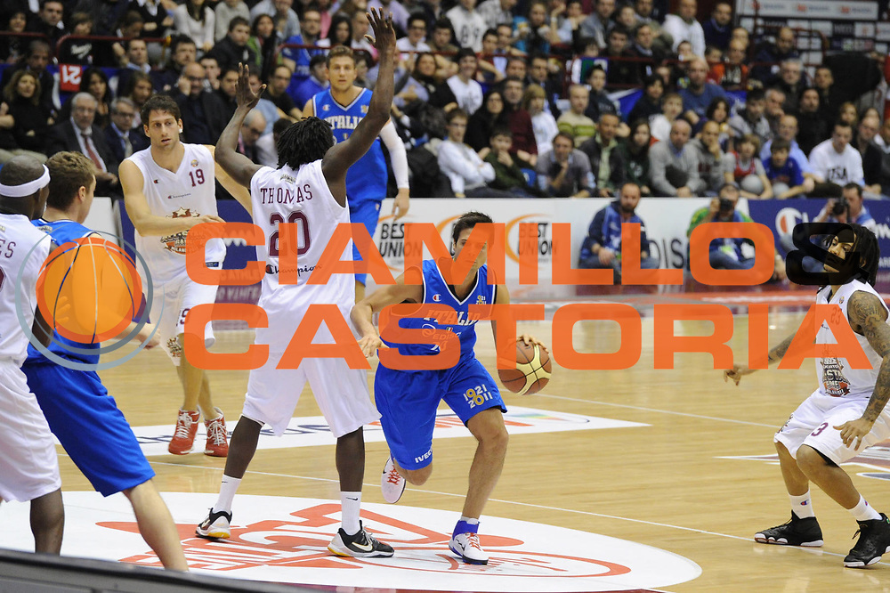 DESCRIZIONE : Milano Agos Ducato All Star Game 2011<br /> GIOCATORE : Andrea Cinciarini<br /> SQUADRA : Italia Nazionale Maschile<br /> EVENTO : All Star Game 2011<br /> GARA : Italia All Star Team<br /> DATA : 13/03/2011<br /> CATEGORIA : Palleggio<br /> SPORT : Pallacanestro<br /> AUTORE : Agenzia Ciamillo-Castoria/GiulioCiamillo<br /> Galleria : FIP Nazionali 2011<br /> Fotonotizia :  Milano Agos Ducato All Star Game 2011<br /> Predefinita :